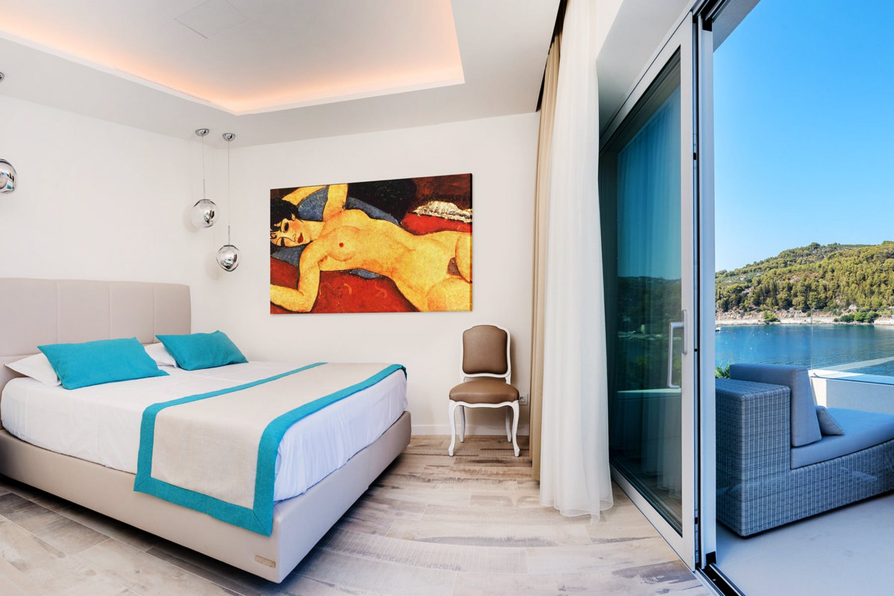 Double bedroom with a sea view