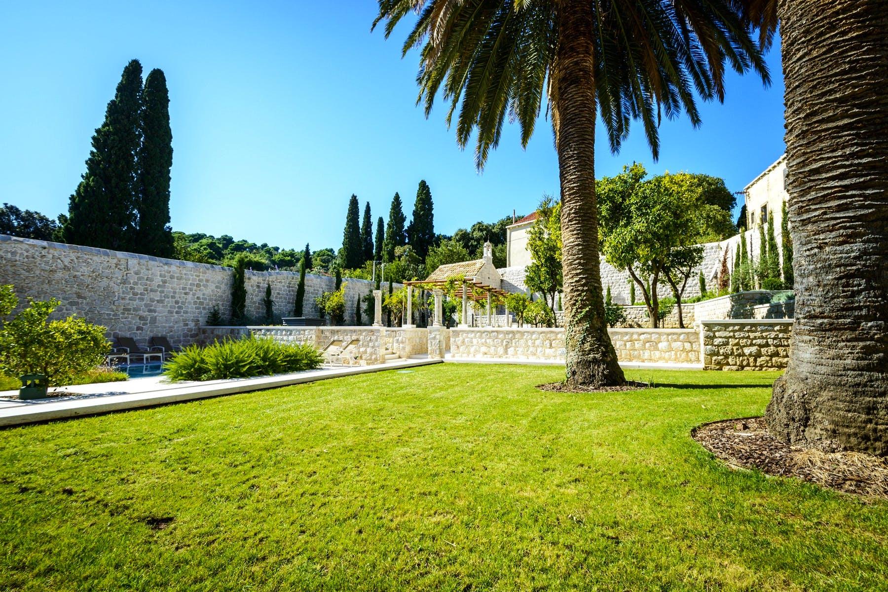 Dobro održavano dvorište i vrt