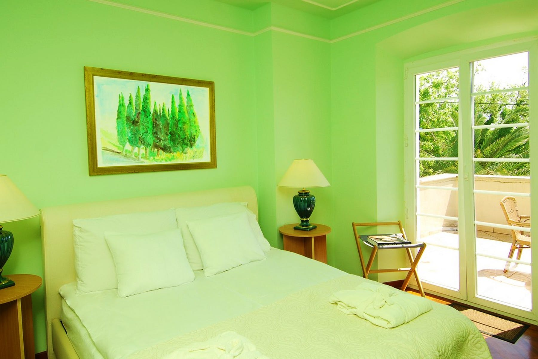 Double bedroom enhanced with green