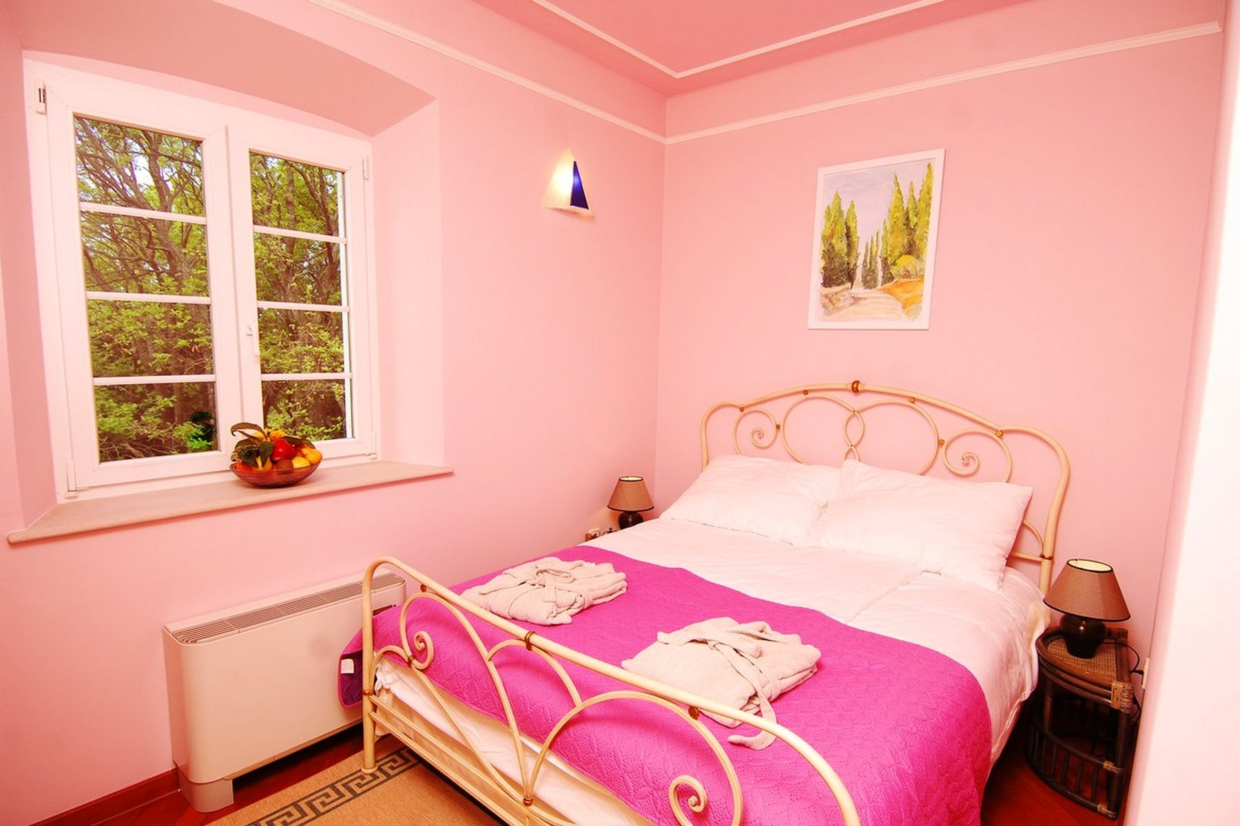 Double bedroom in pink