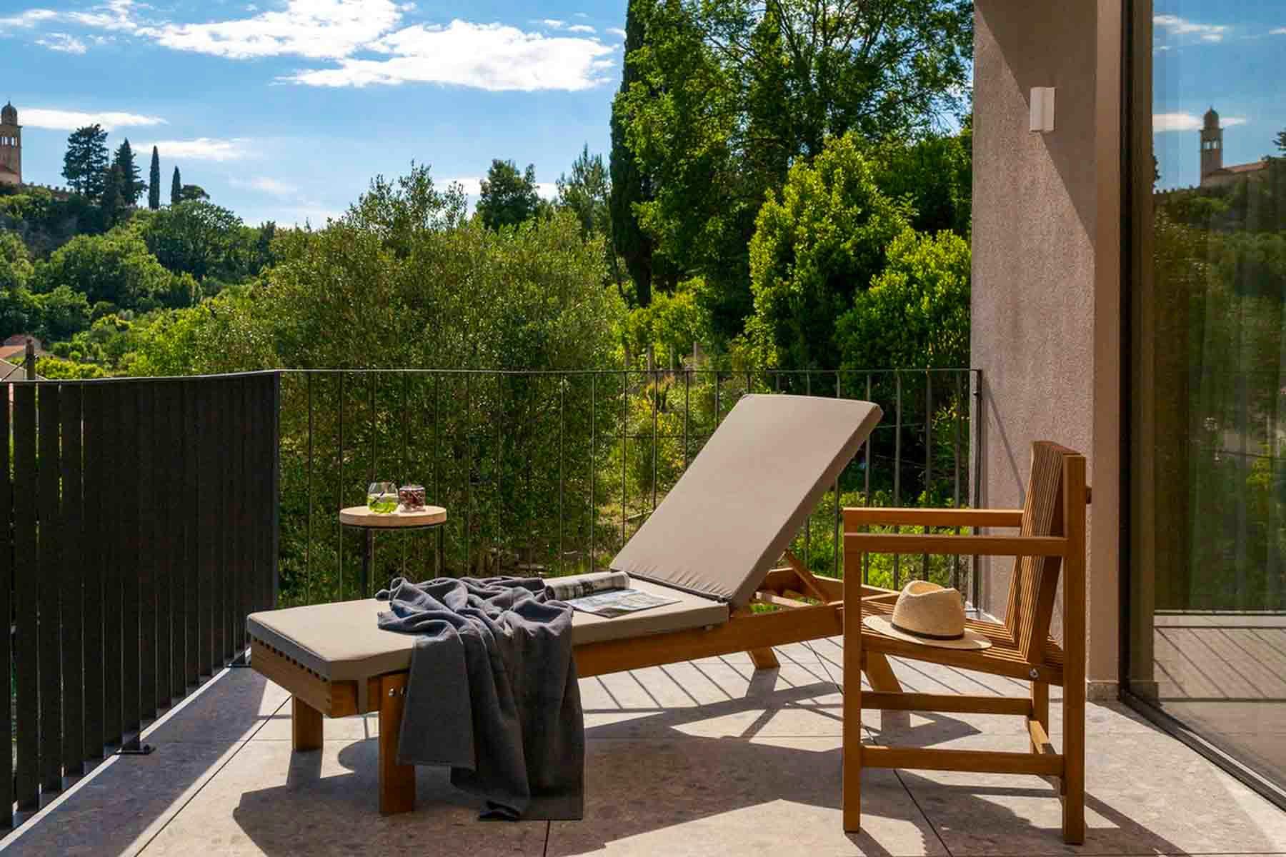 Sun-bathed area of the terrace