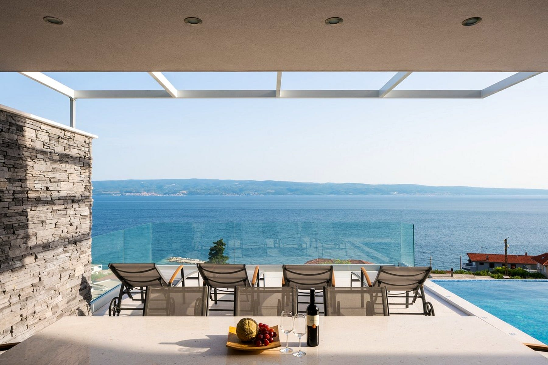 Outdoor sitting area with a seaview