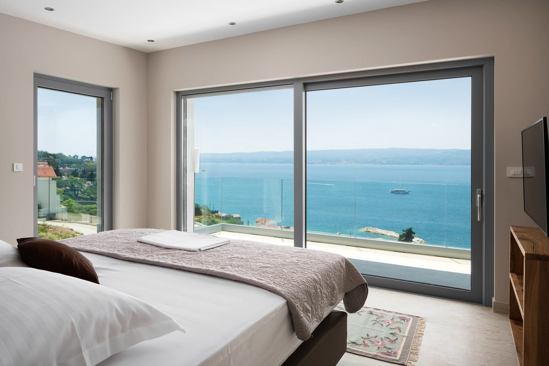 Double bedroom with a seaview