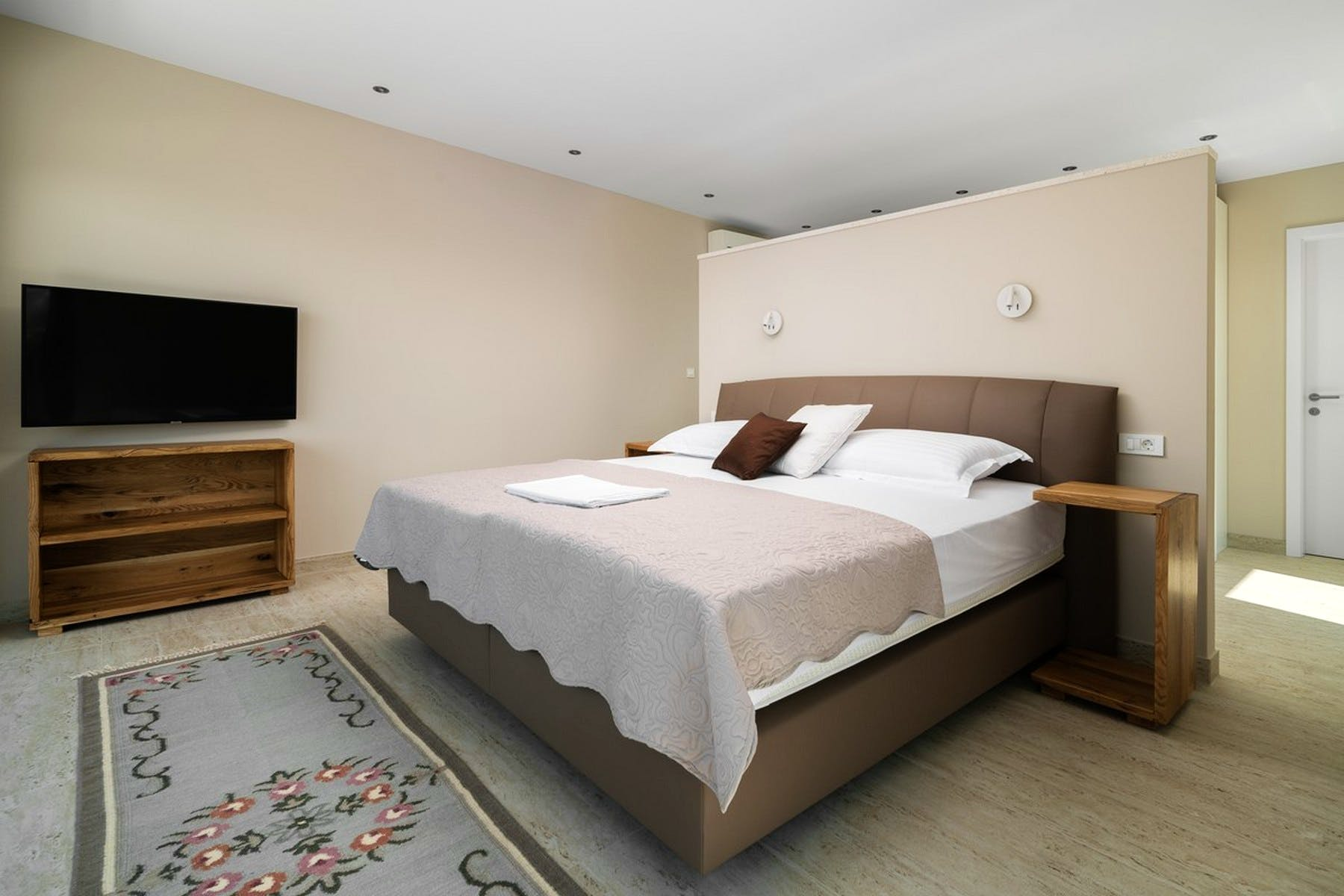 Large, comfortable double bedroom