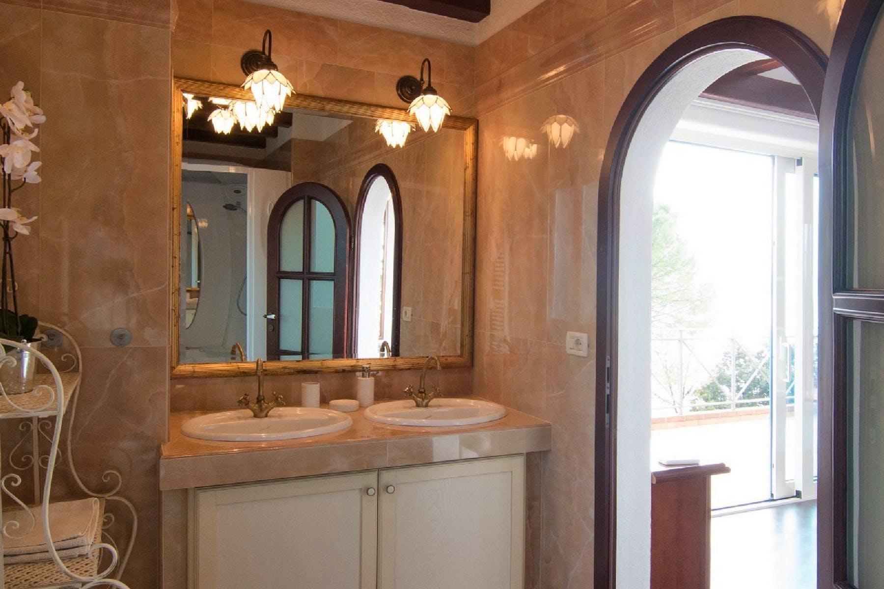 Umivaonik sa zrcalom