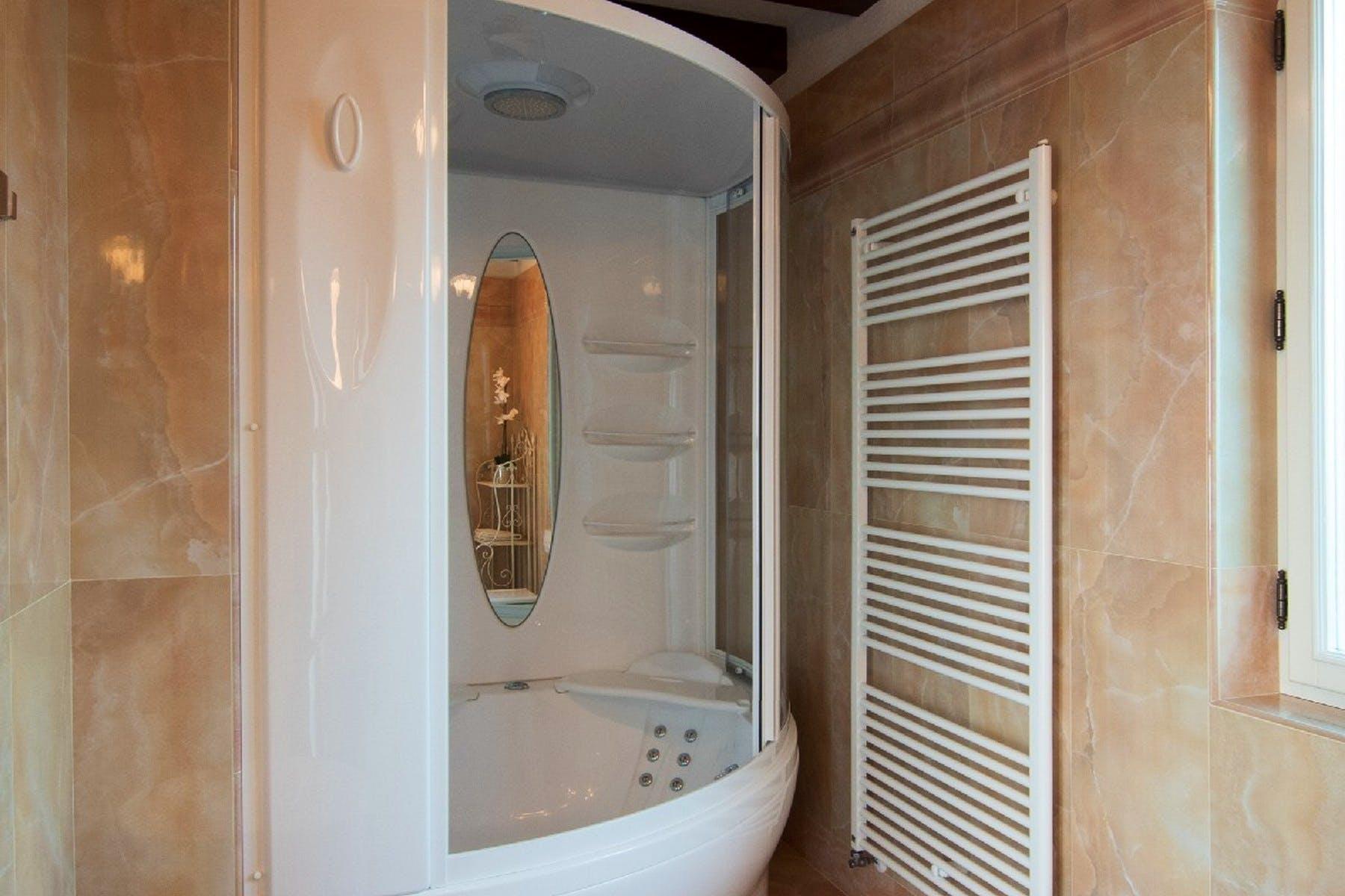 Tuš kabina u kupaonici