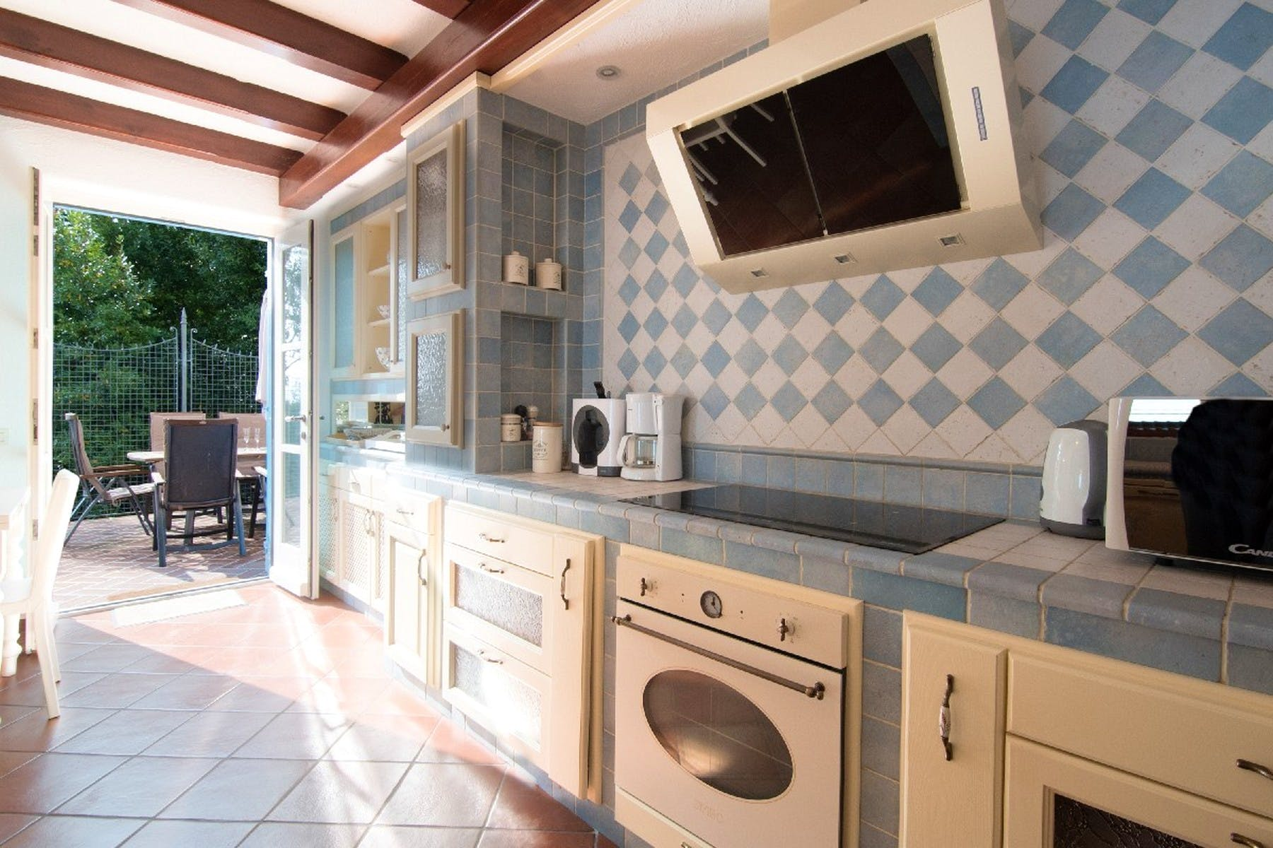 Izlaz iz kuhinje na terasu