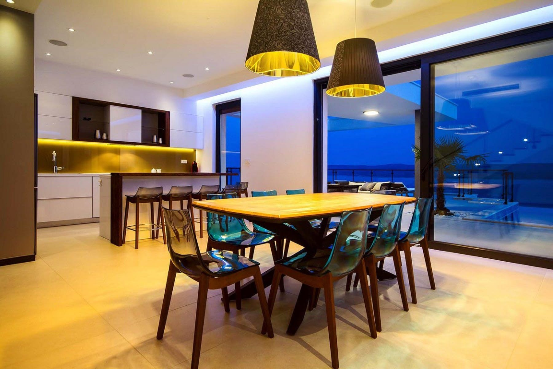 Dining table for 8 persons