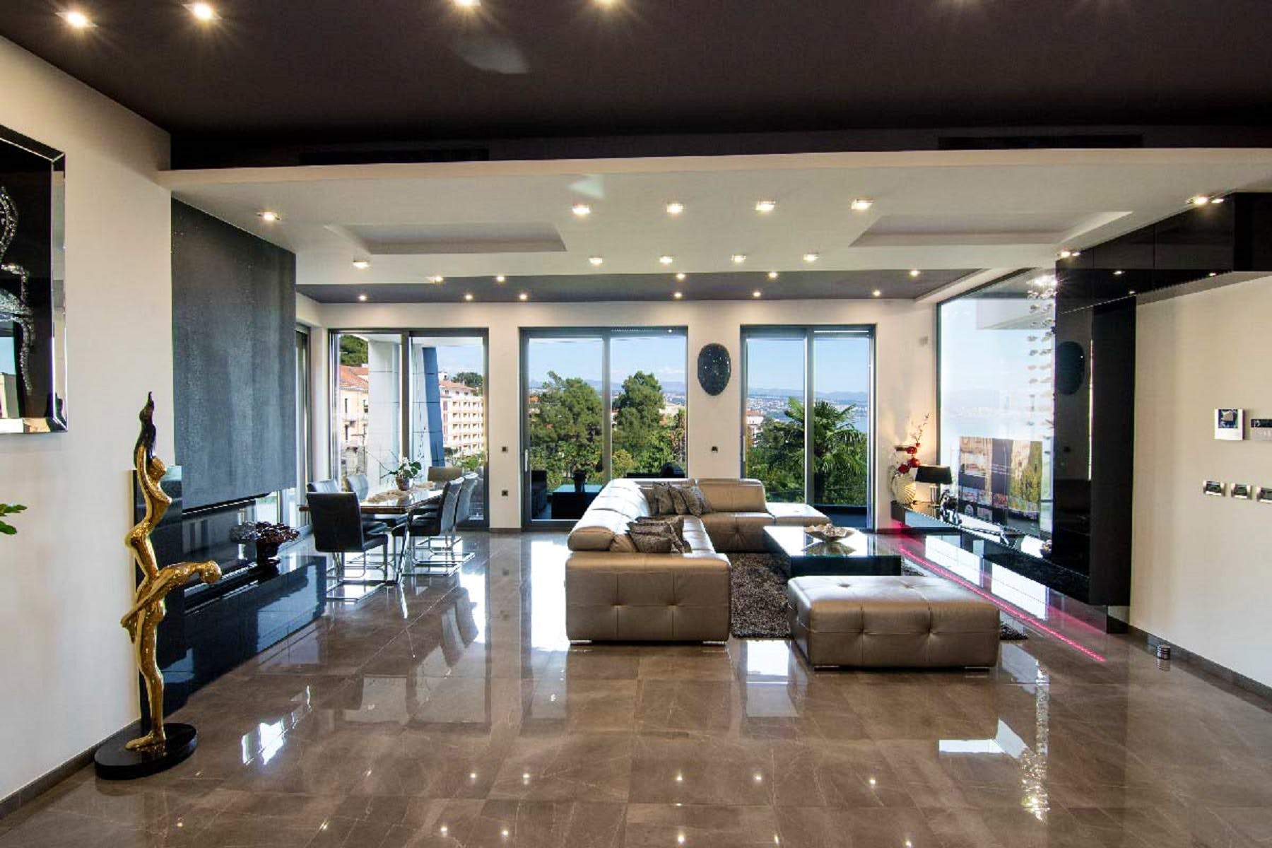 High-shine equipped living area