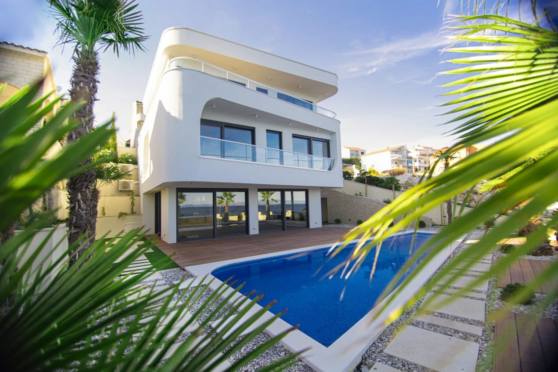 Attractive villa with pool in the presitgious waterfront setting