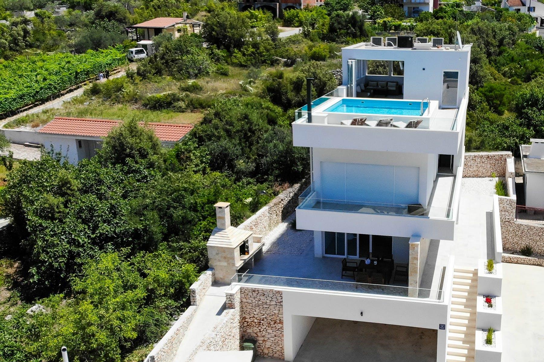 Modern villa for rent in Vinišće