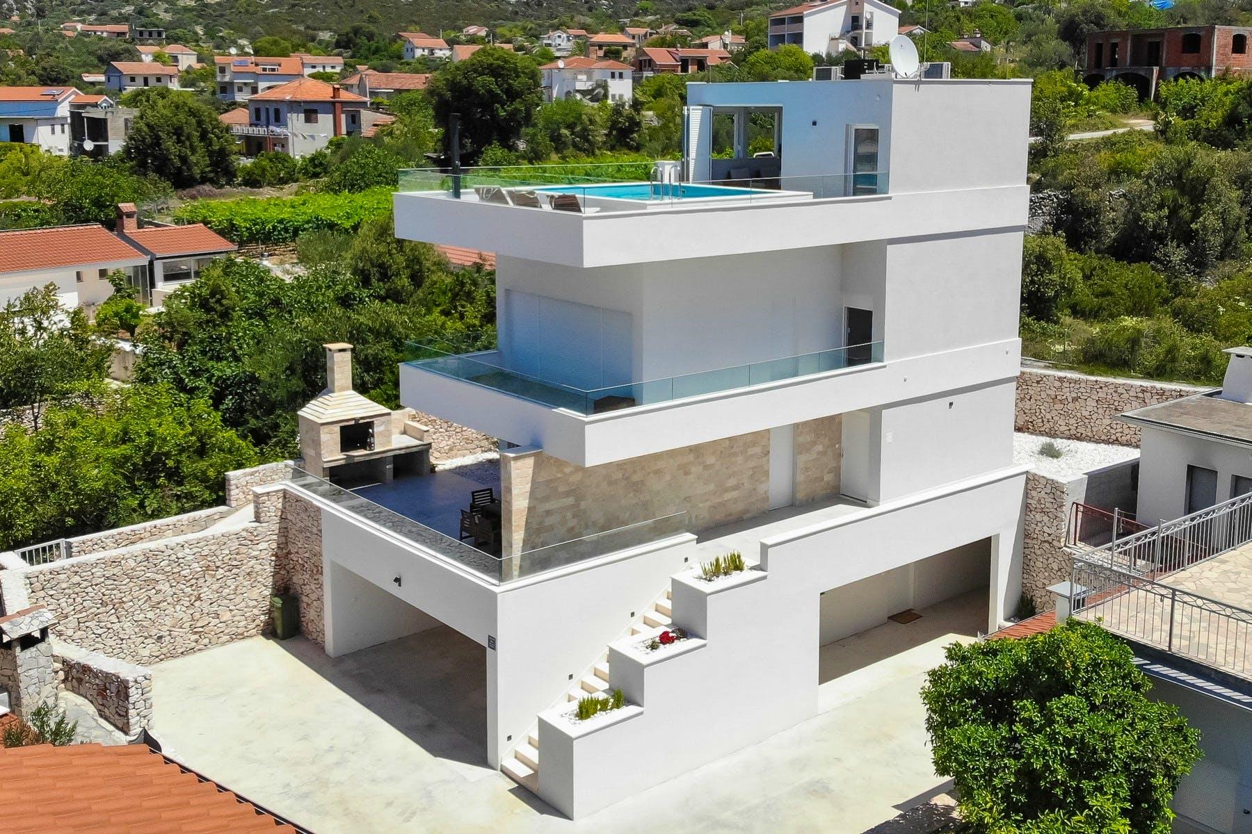 Three-level villa for rent in Dalmatia