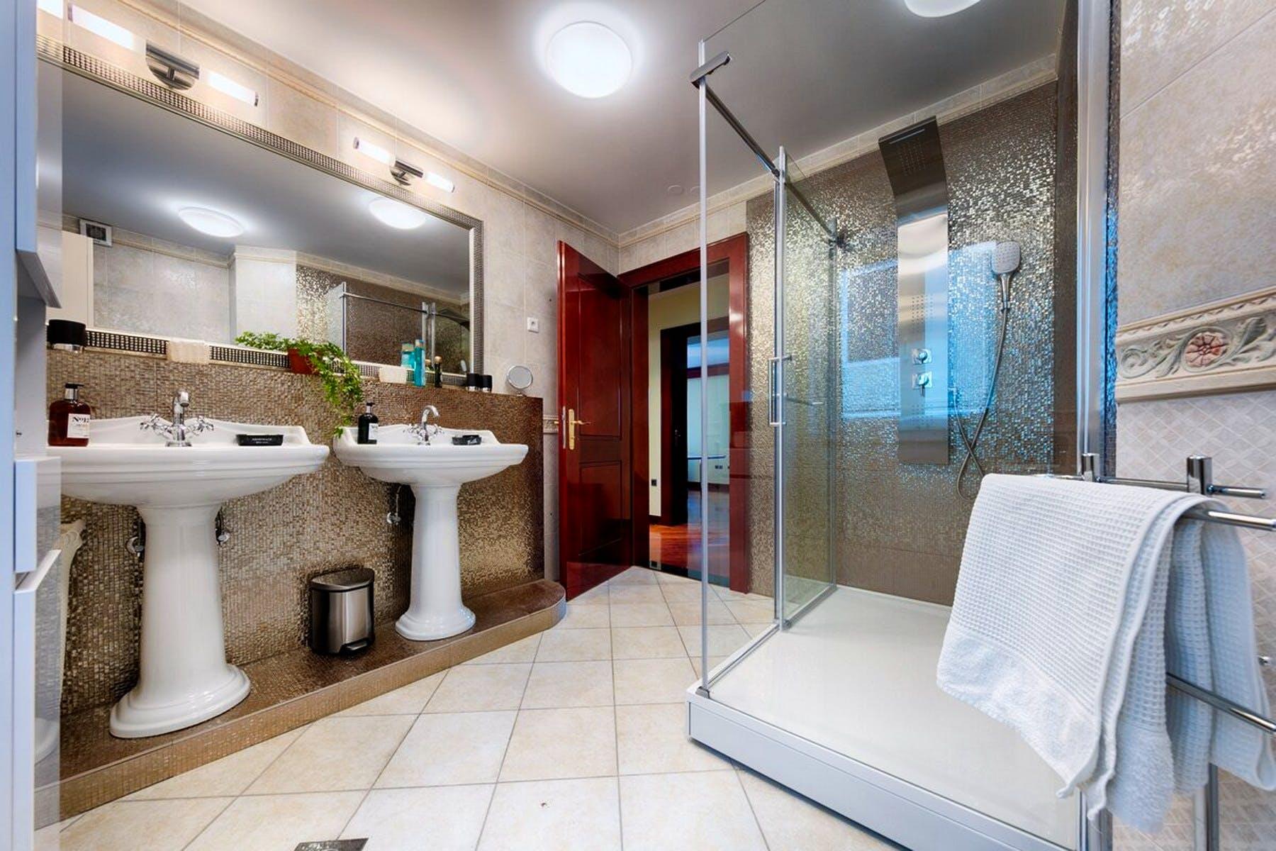 Veoma prostrana kupaonica