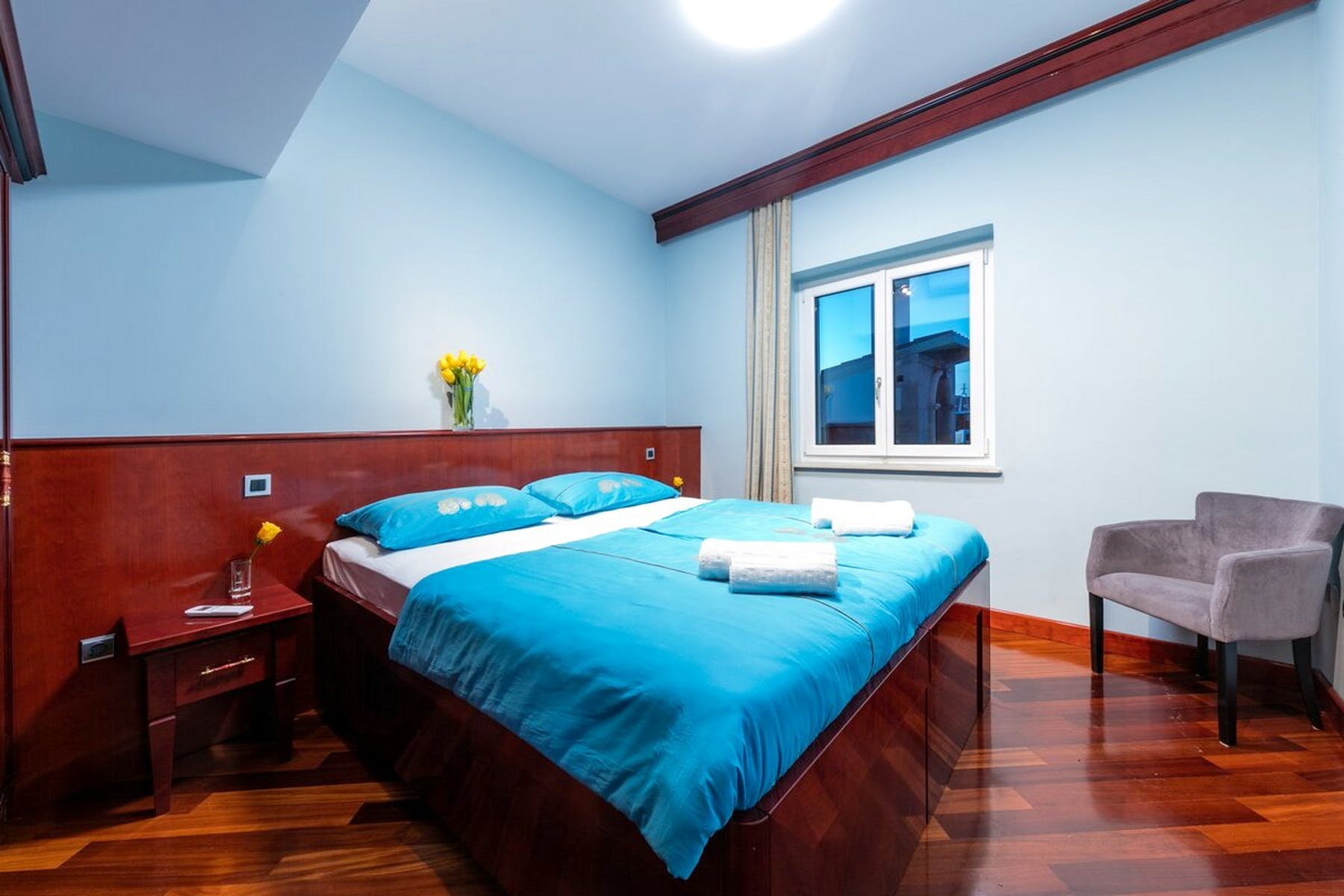 Dvokrevetna soba s velikim krevetom