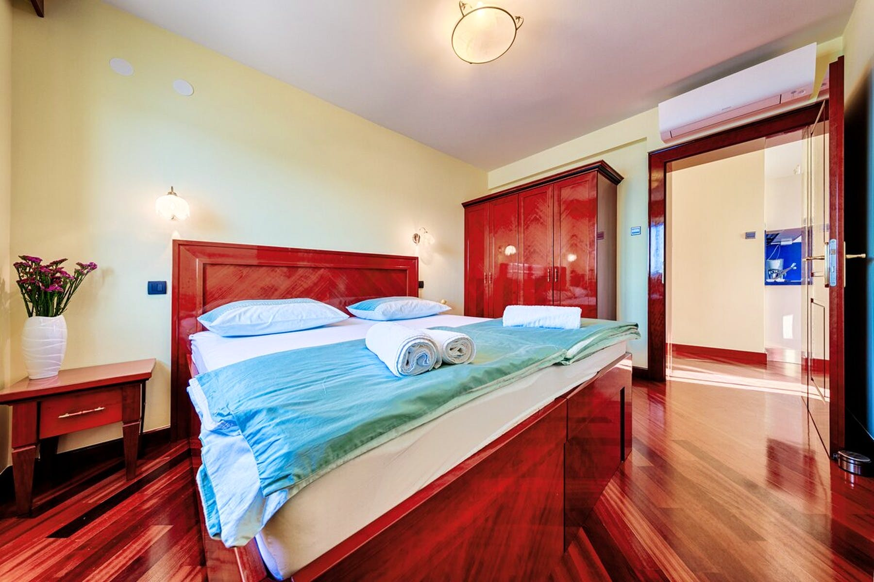 Glavna spavaonica s velikim krevetom