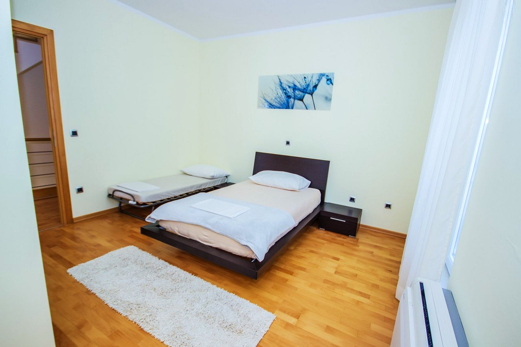 Spacious single bedroom