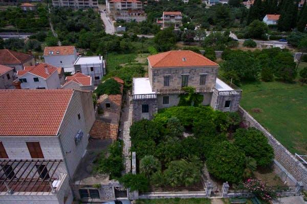 Pogled na vilu iz bliza