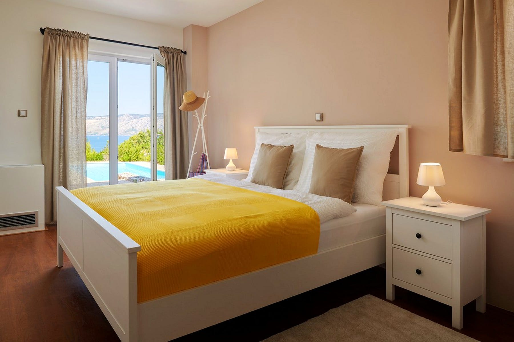 Double bedroom with a view of the pool
