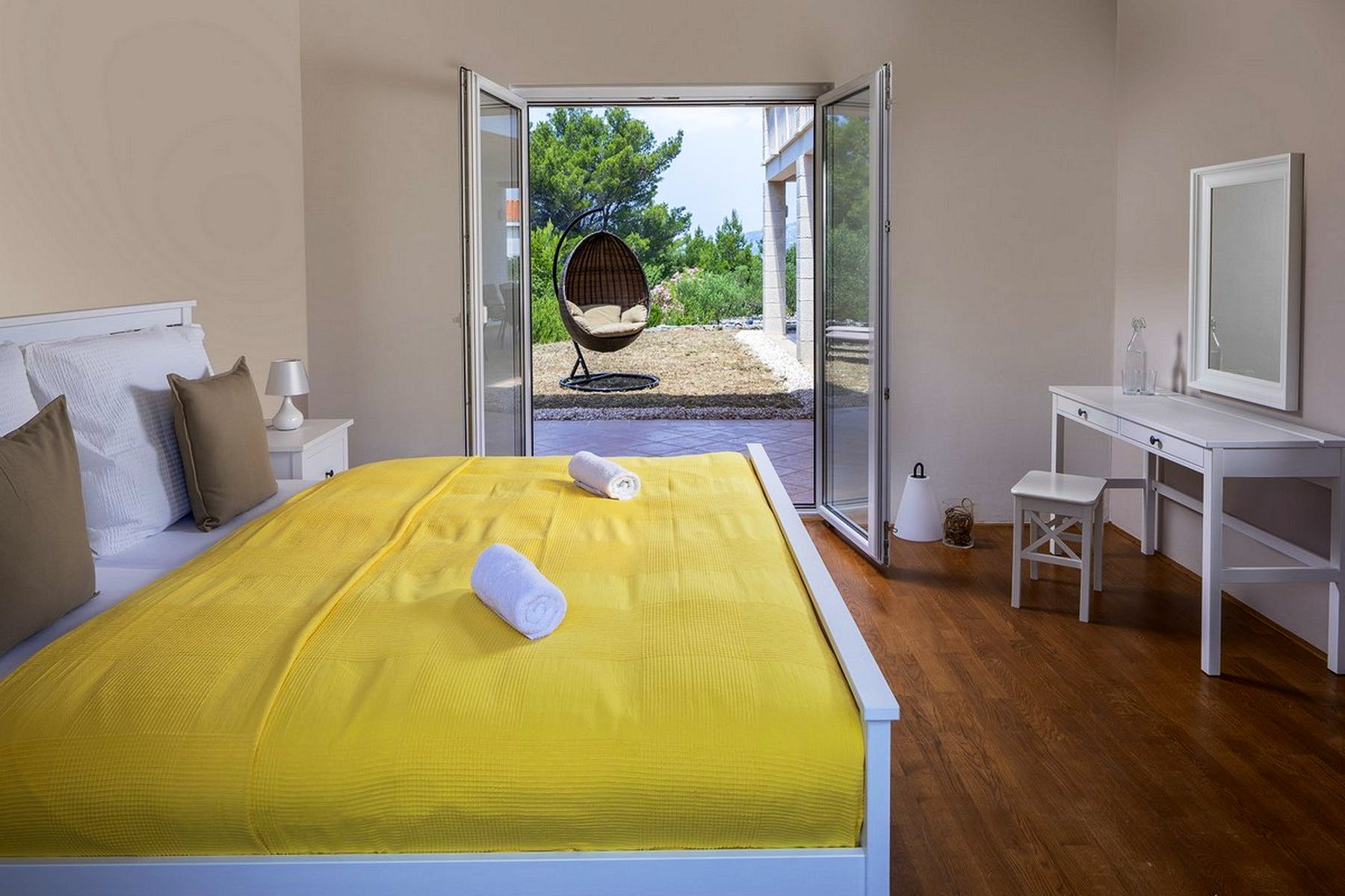 Double bedroom with outdoor access