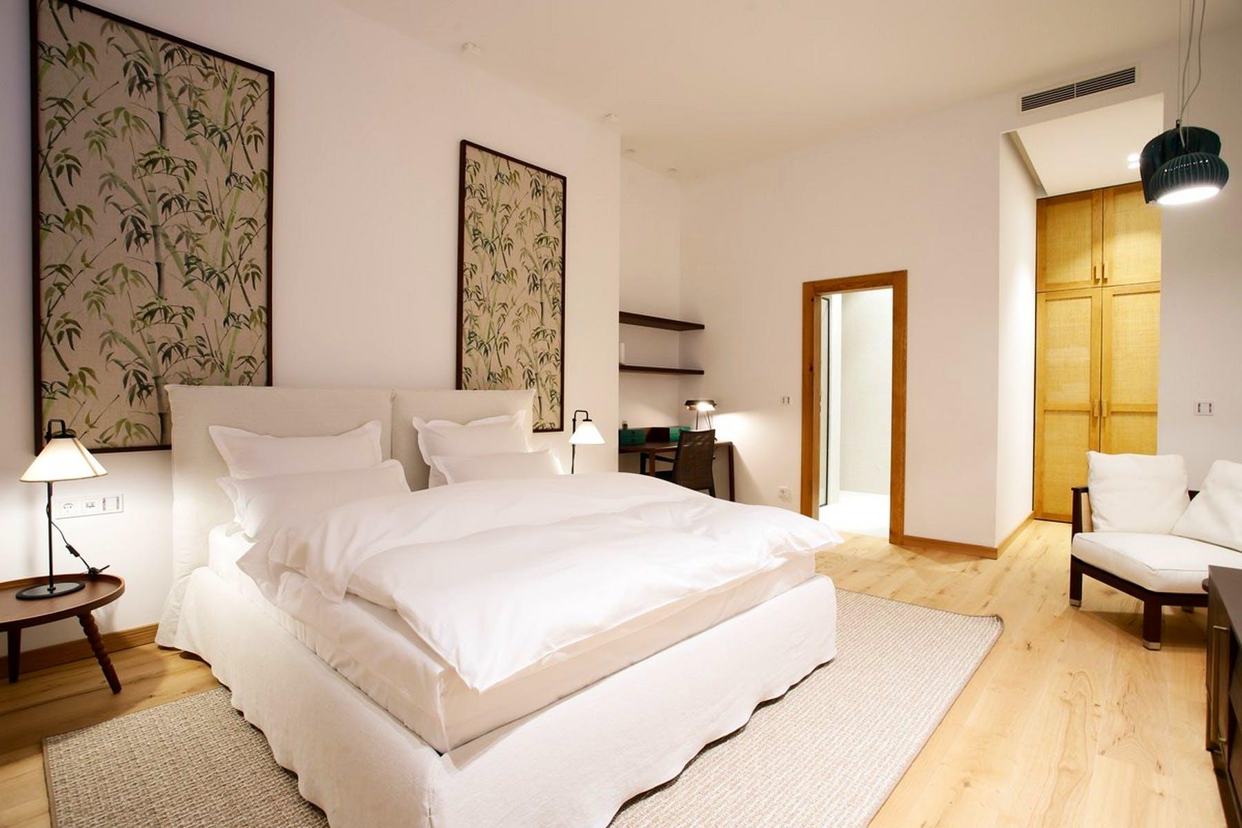 Spacious double bedroom