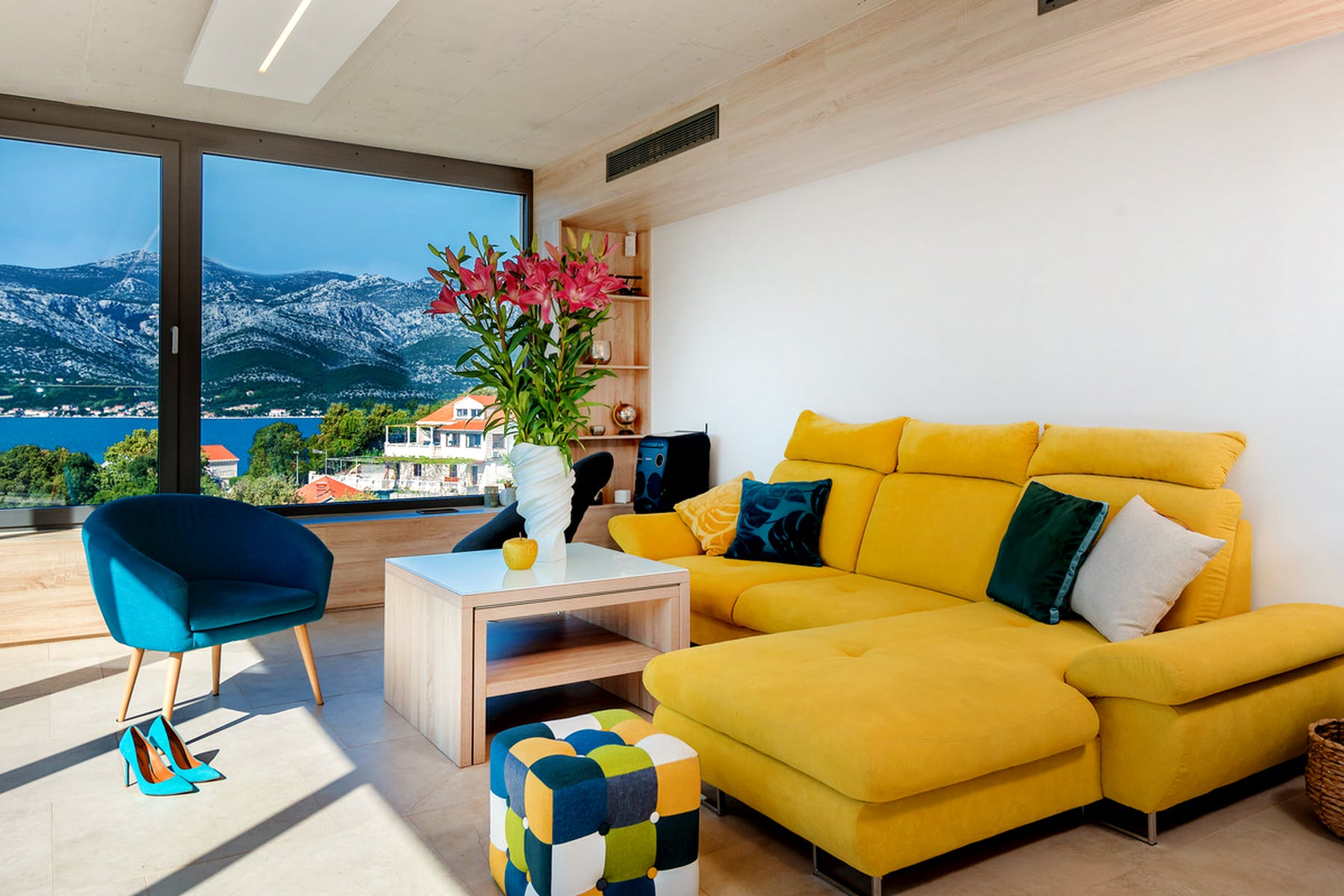 Yellow design to brighten up the room