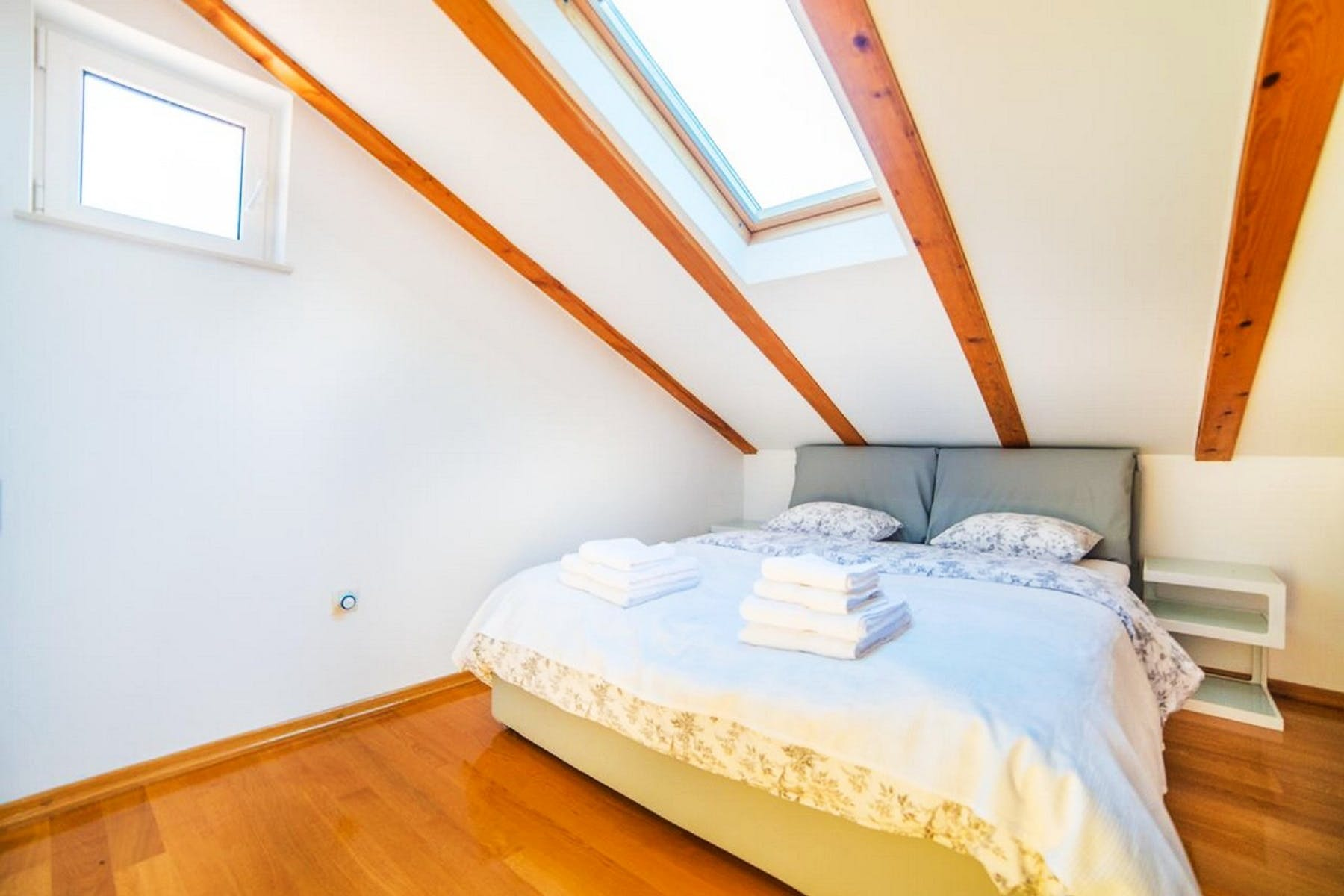 Another angle on the double bedroom