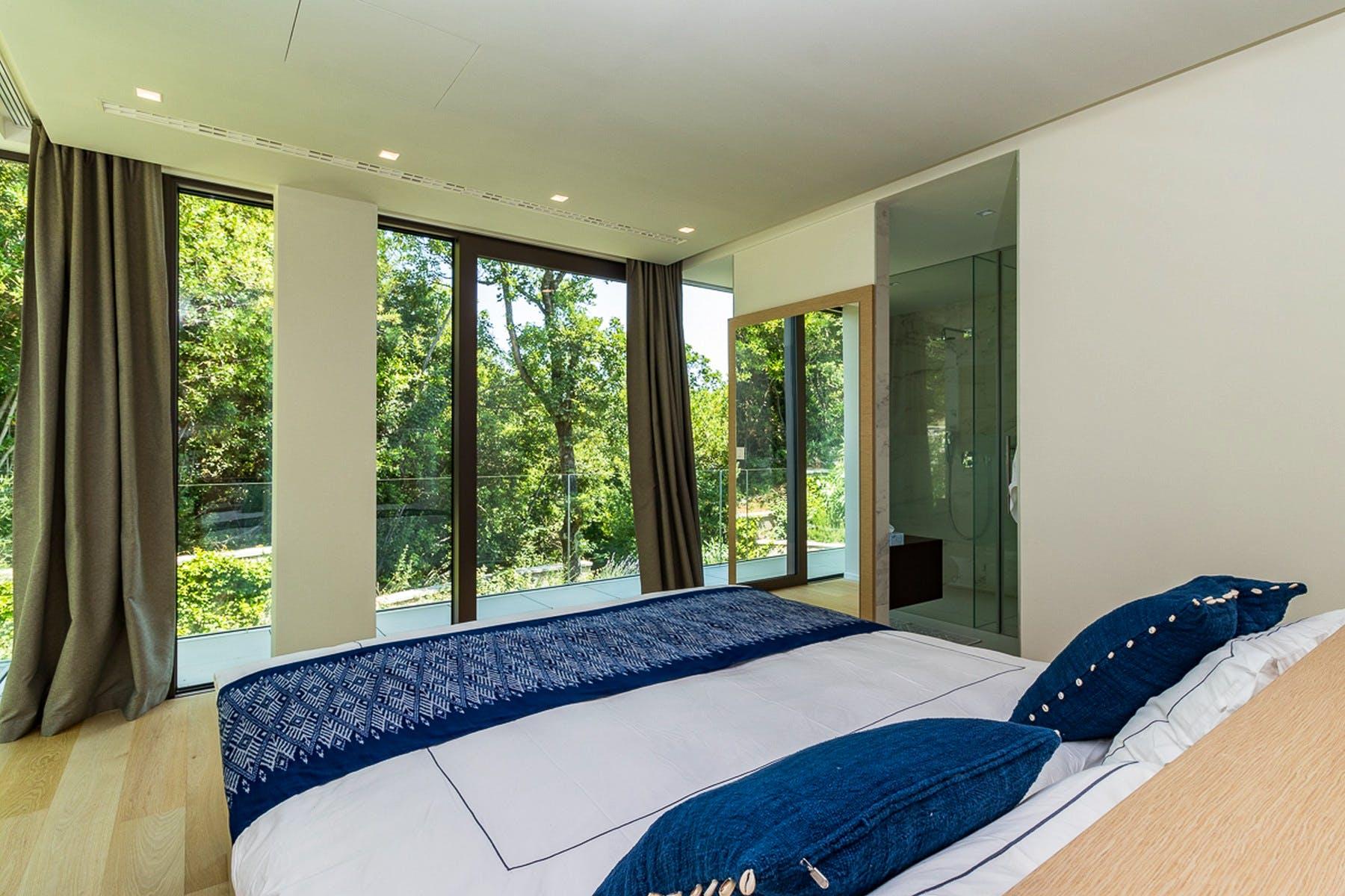Spavaća soba s pogledom na prirodu