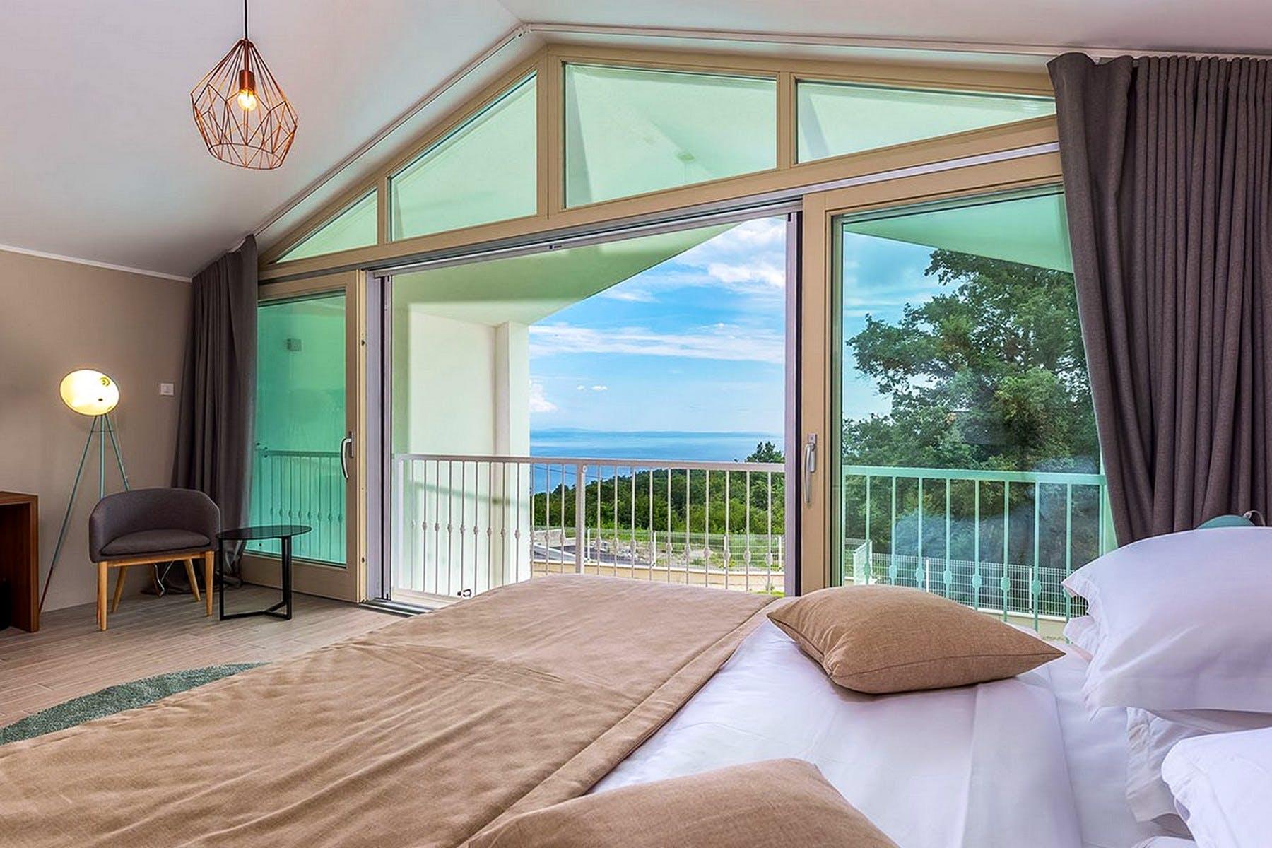 Pogled iz glavne spavaće sobe
