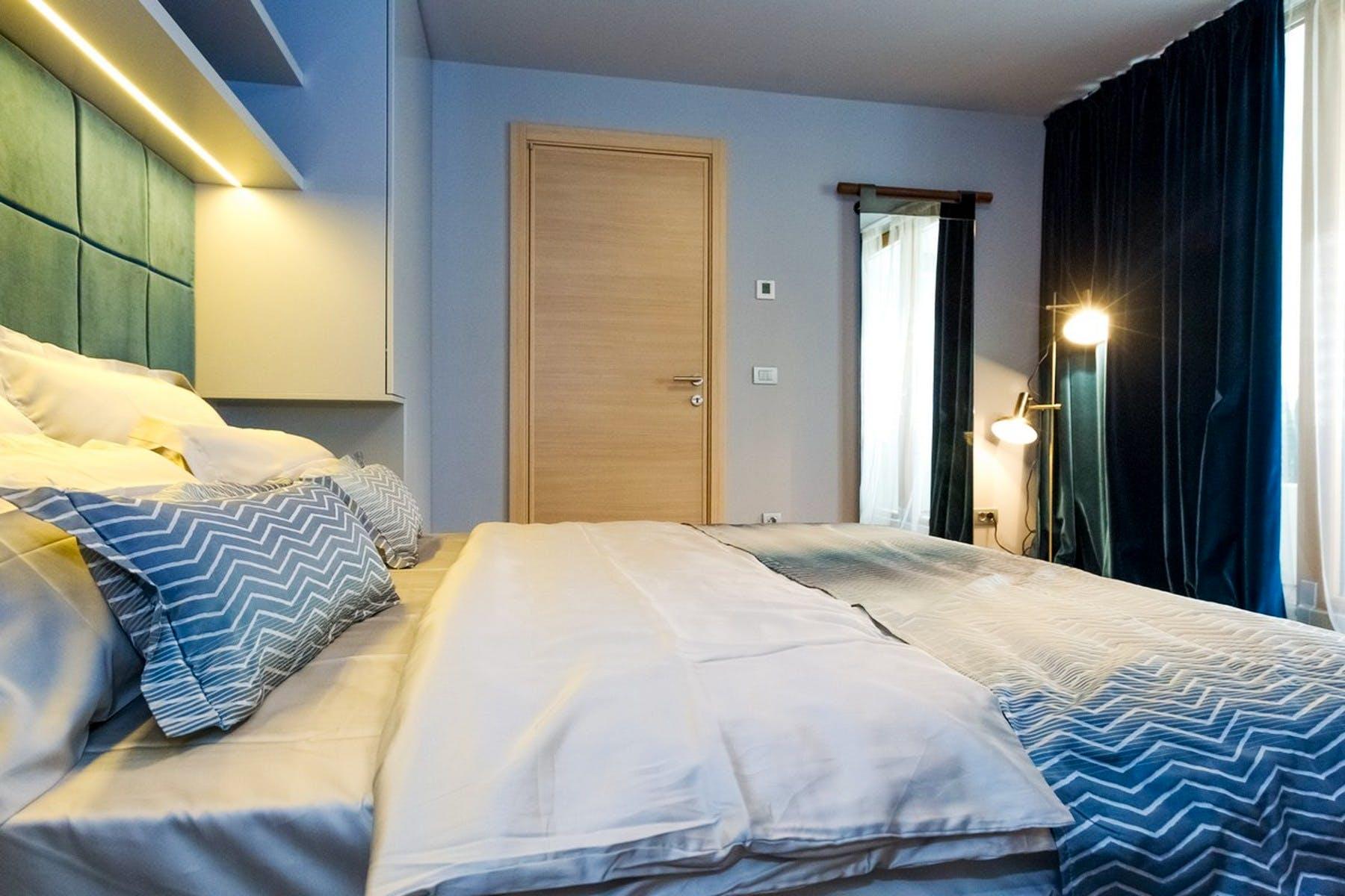 Dvokrevetna spavaonica sa zrcalom