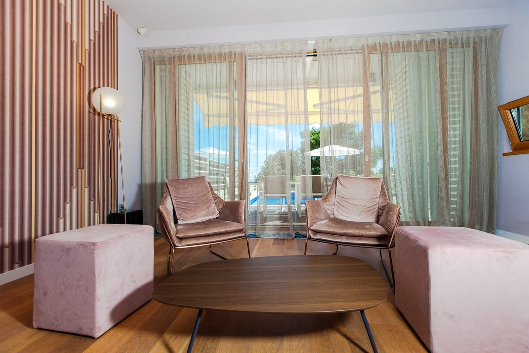 Amazing pink shades in the interior
