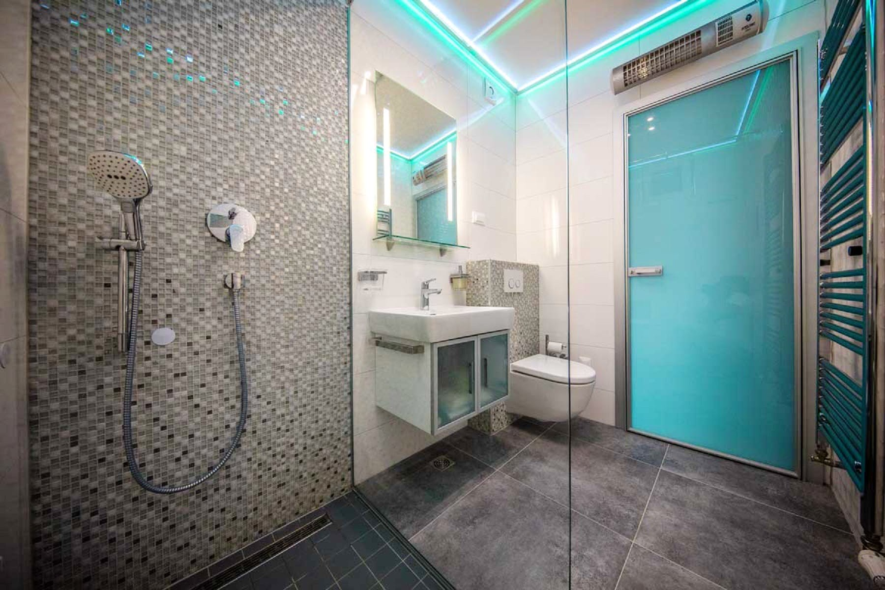 Modernly equipped bathroom