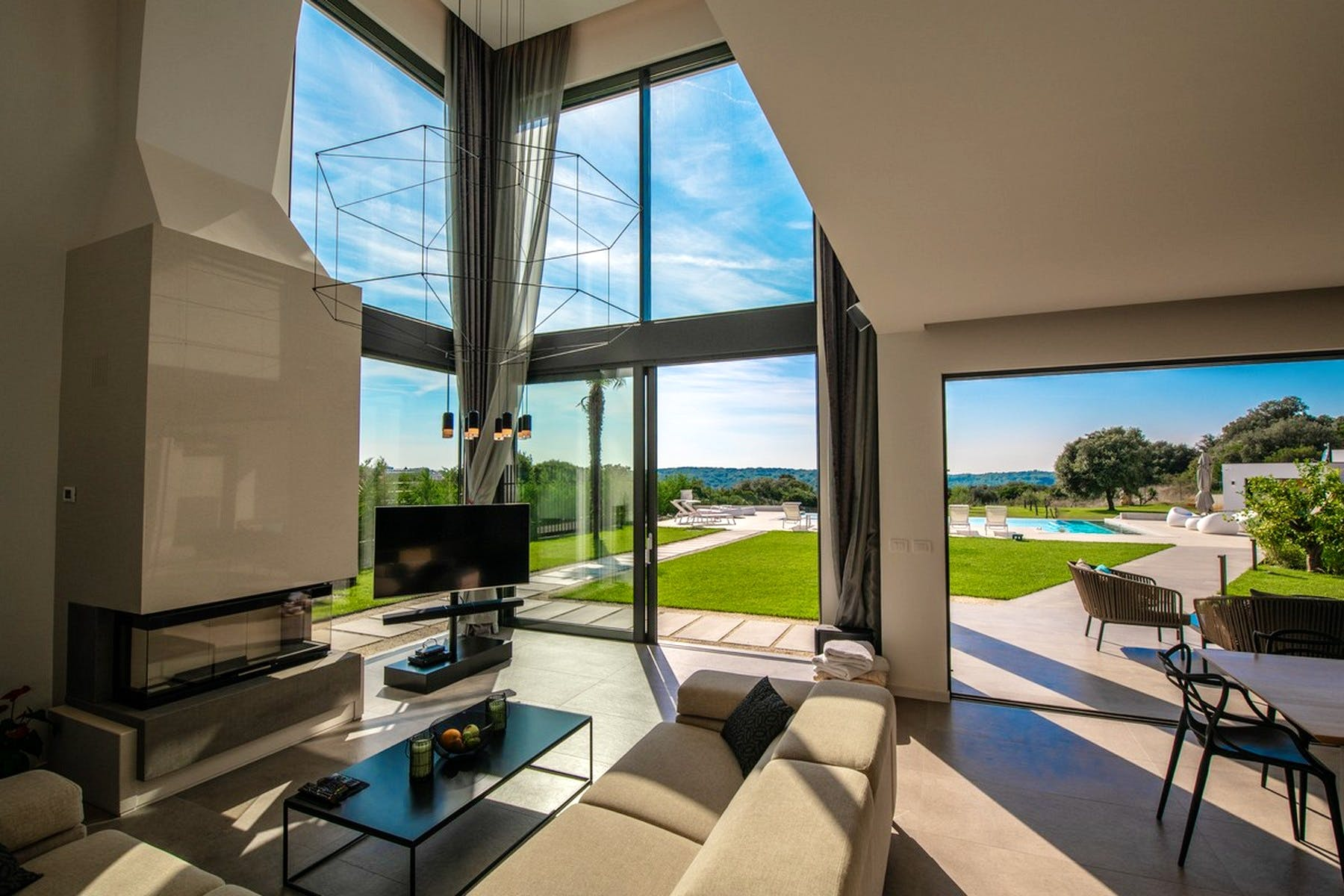 Large glass surfaces for the natural light to come in