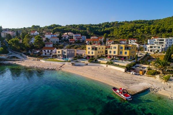 Pogled na okoliš i plažu