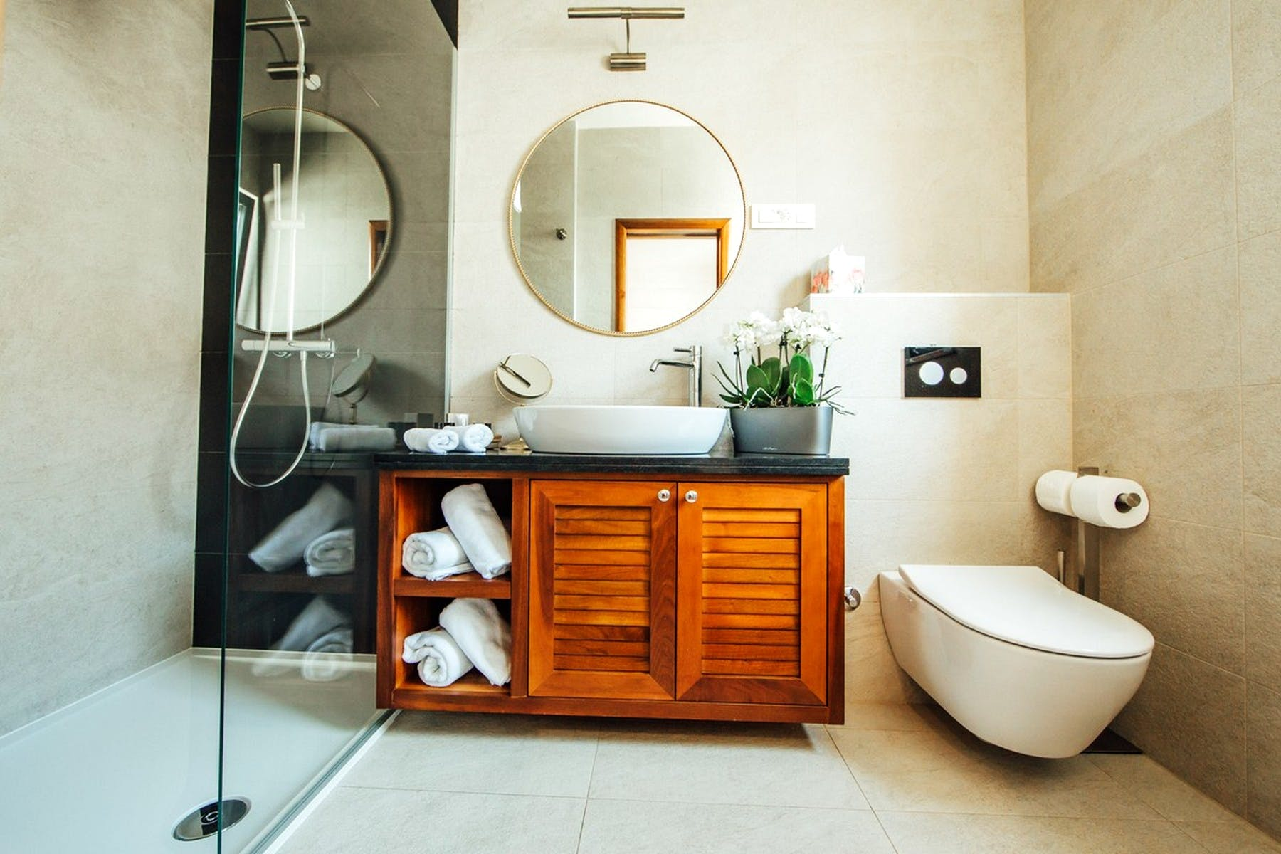Fully furnished bathroom