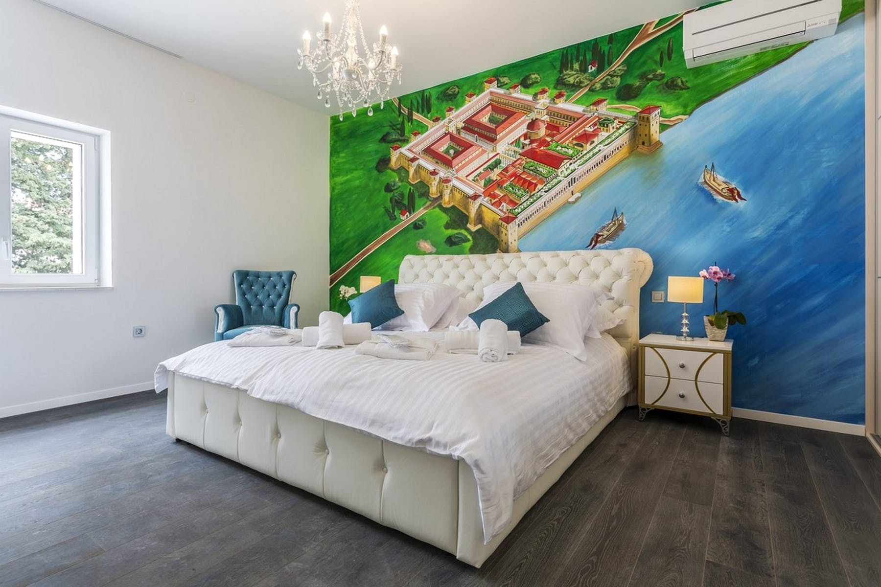 Bedroom with a wall-painting of Split