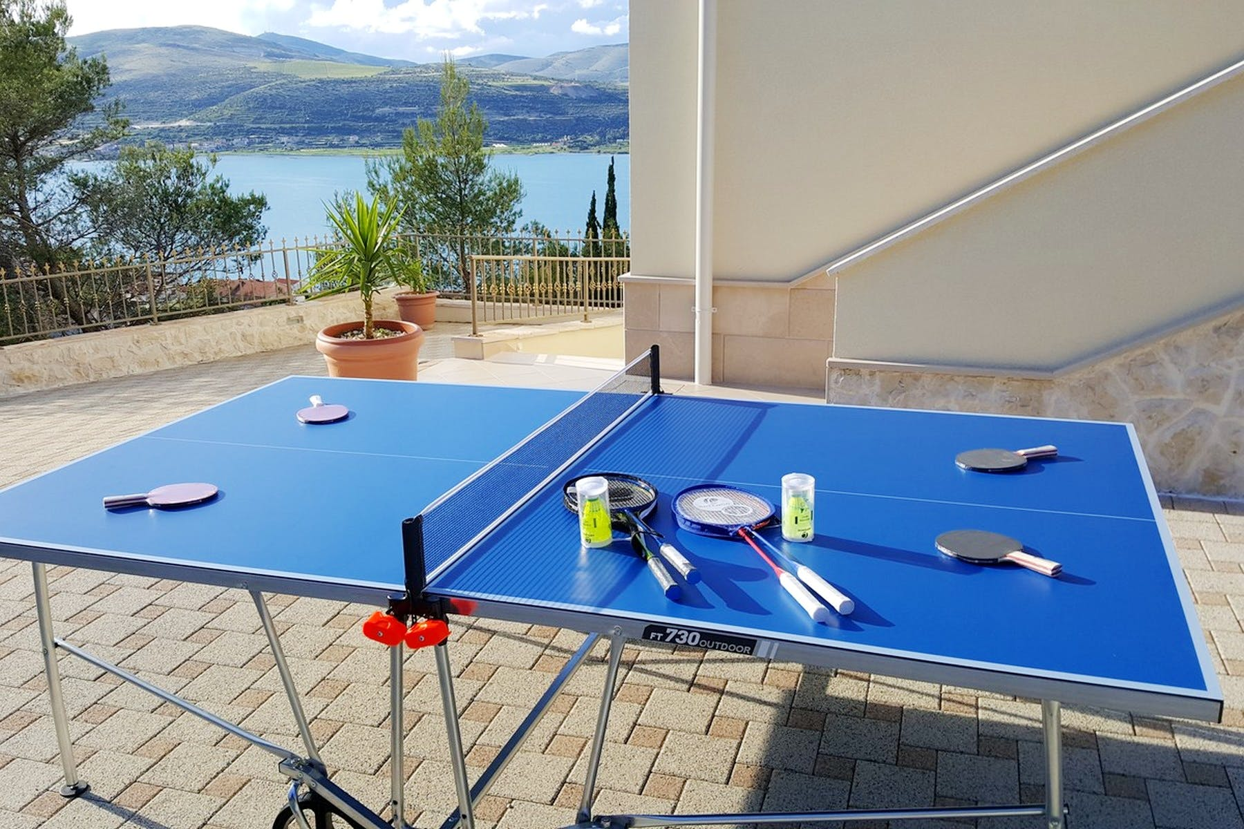 Outdoor table-tennis