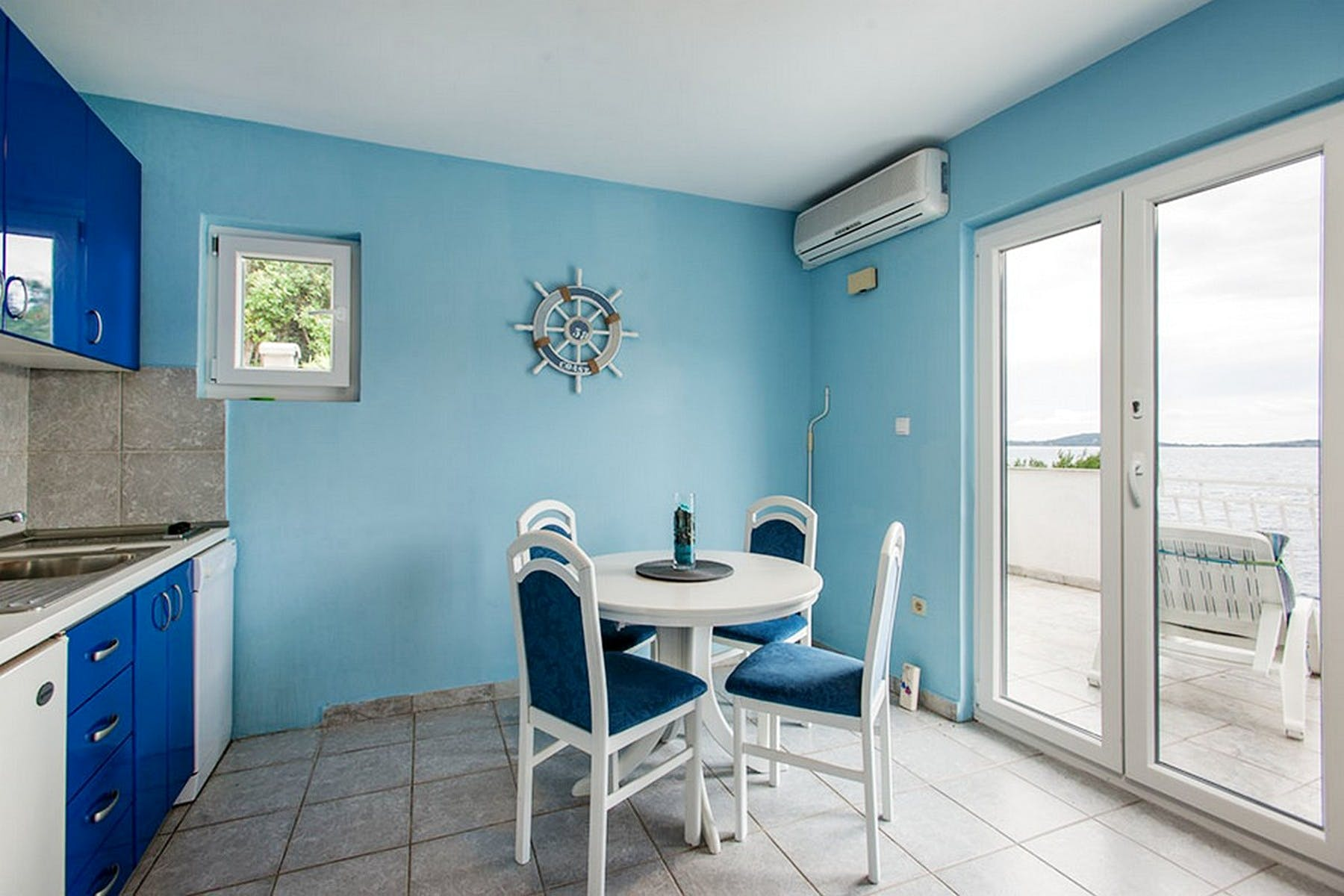 Dining area in calming, blue shades