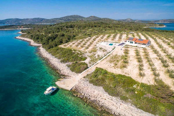 Secluded, seafront location