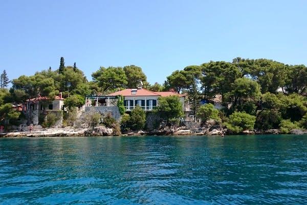 Amazing, seafront property