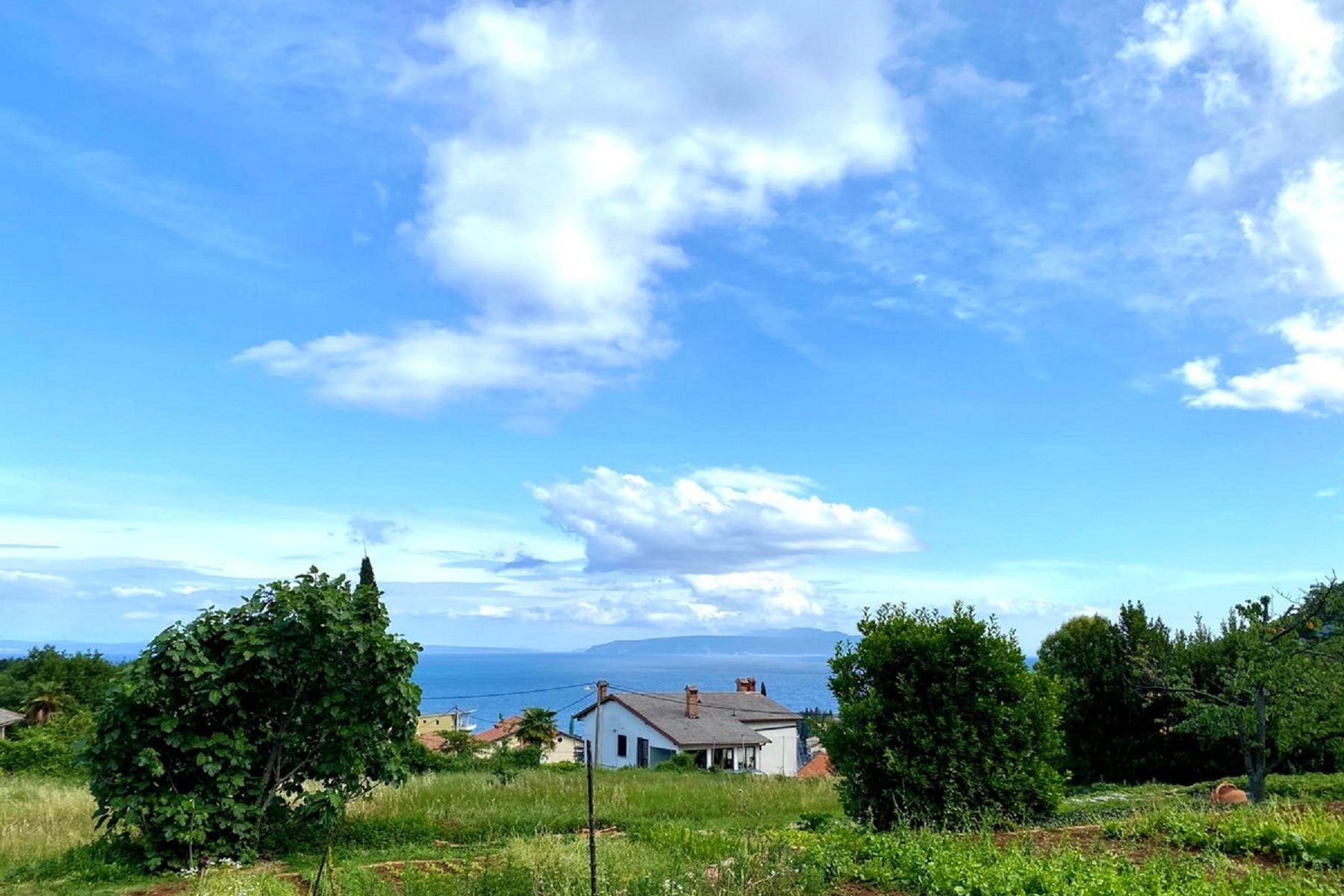 Plot with a seaview