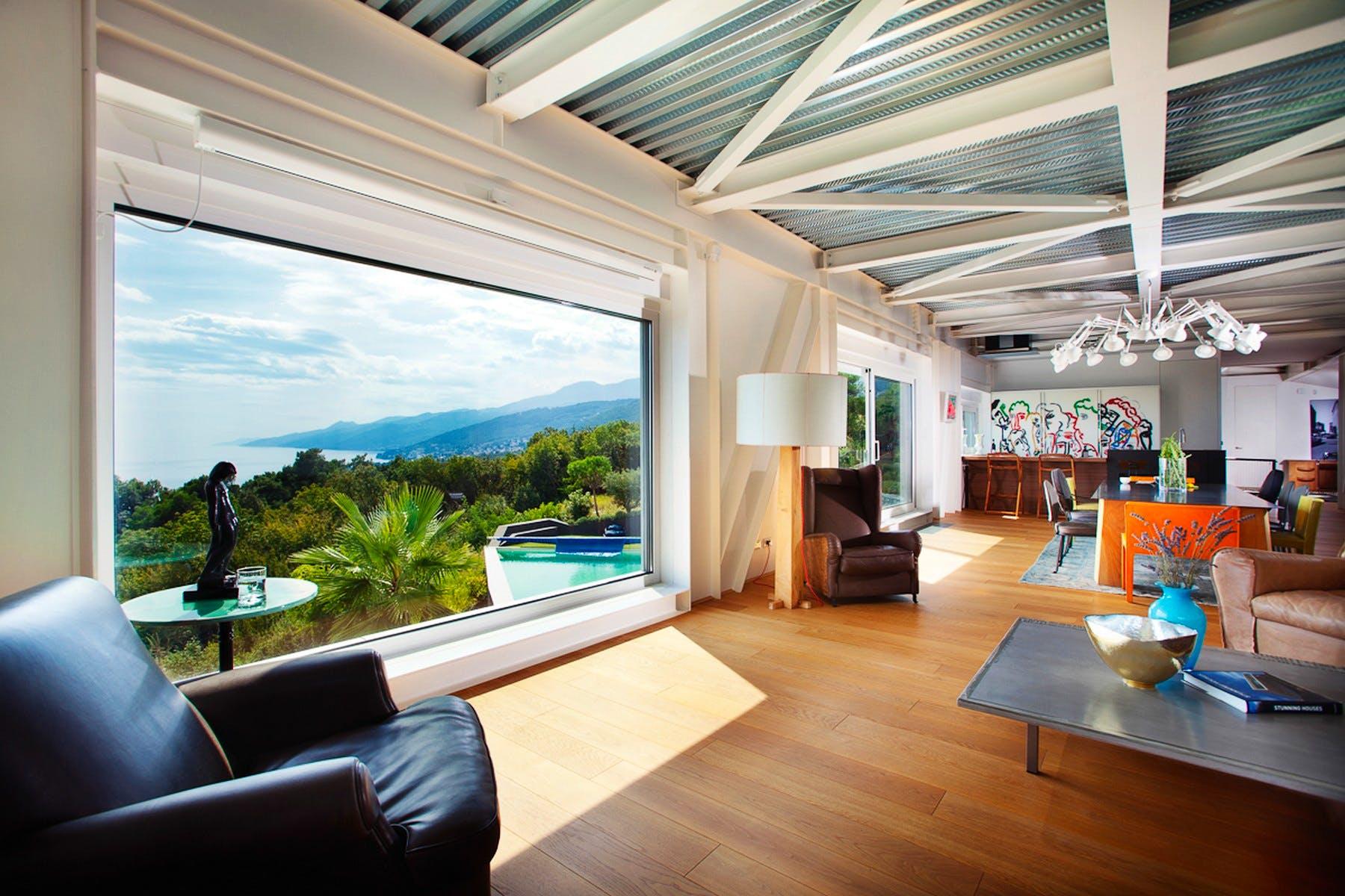 Dnevna soba s pogledom na more