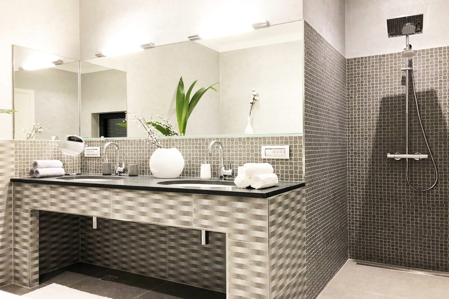 Large sink and mirror
