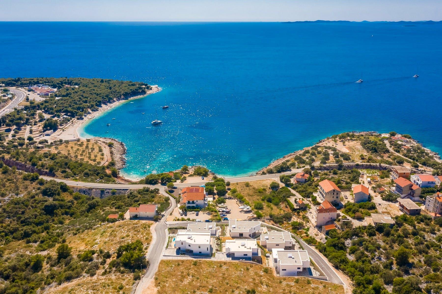 Pet vila s pogledom na more