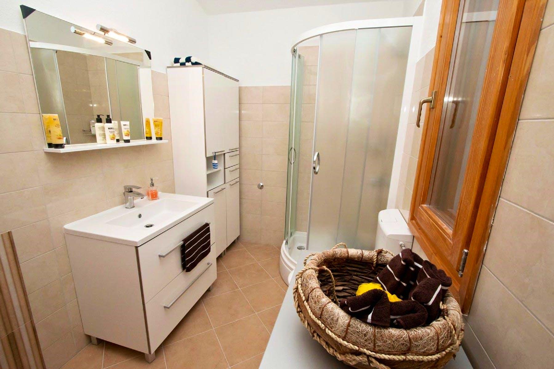 Potpuno opremljena kupaonica