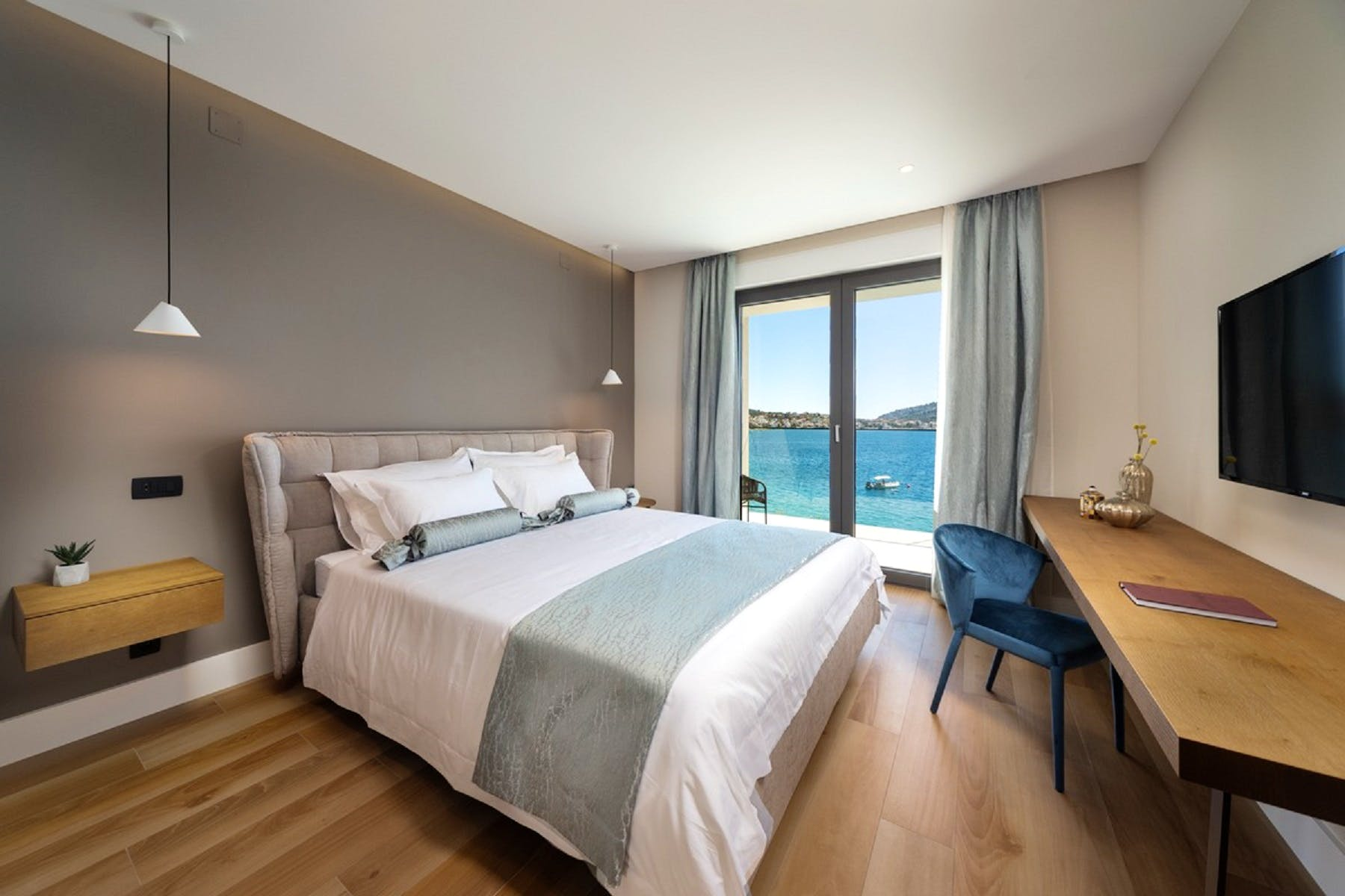 Double bedroom with a view
