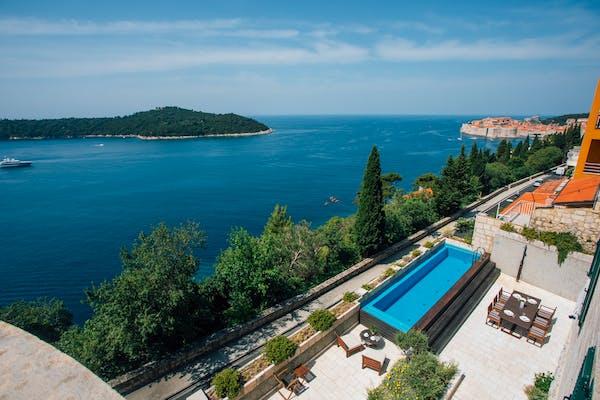 Prekrasan pogled na jadransko more i Stari Grad Dubrovnik