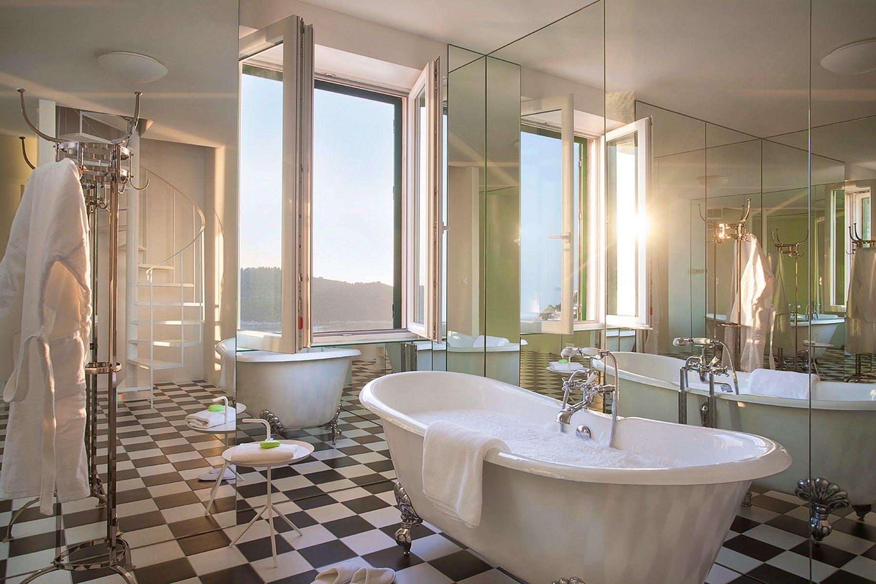 Luksuzna kupaonica s pogledom na more