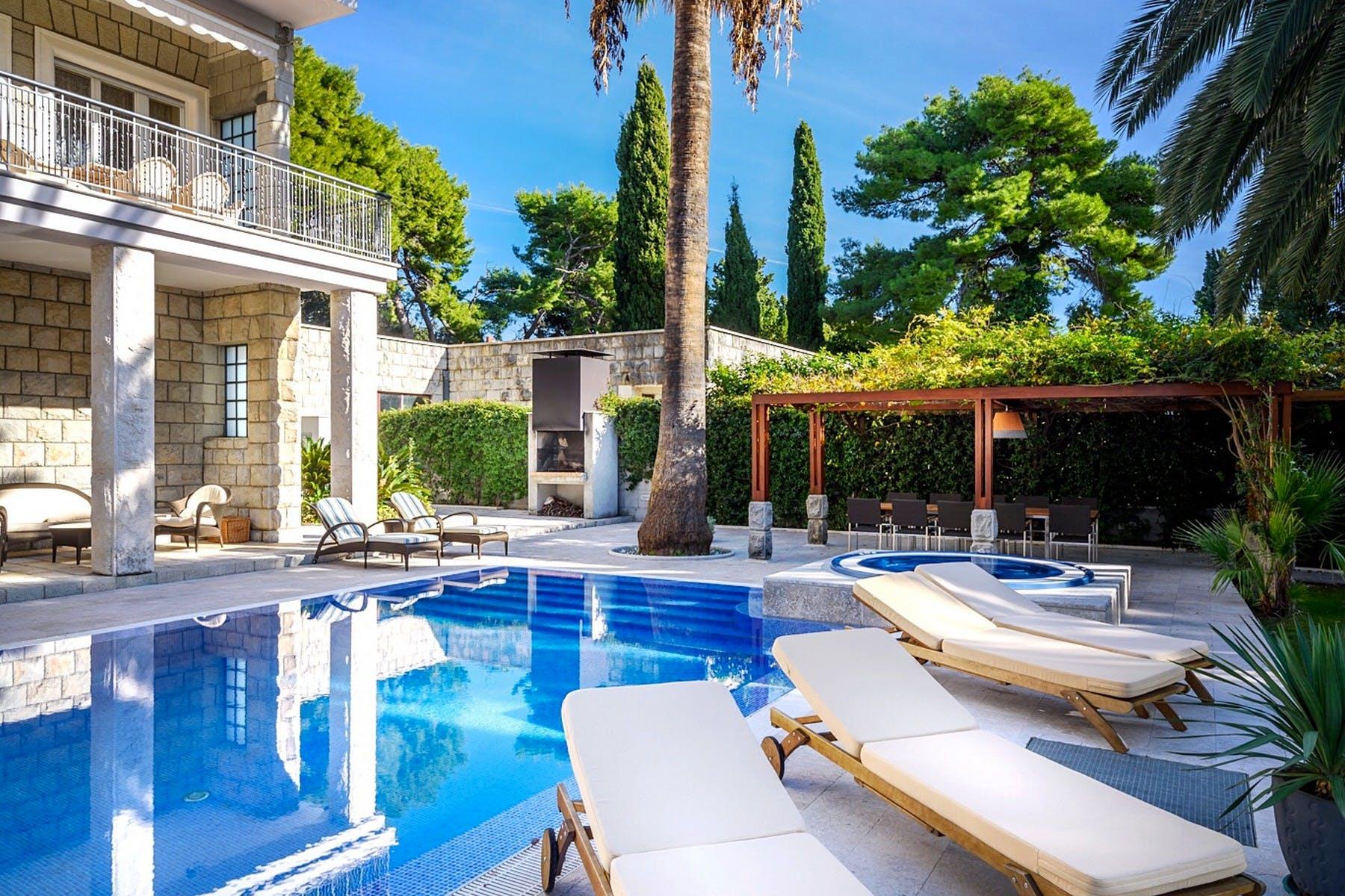 Vila za najam s bazenom i velikim vrtom
