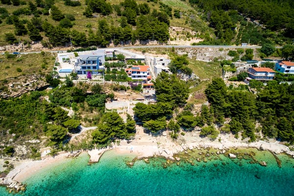 Villa for sale in the first row to the sea