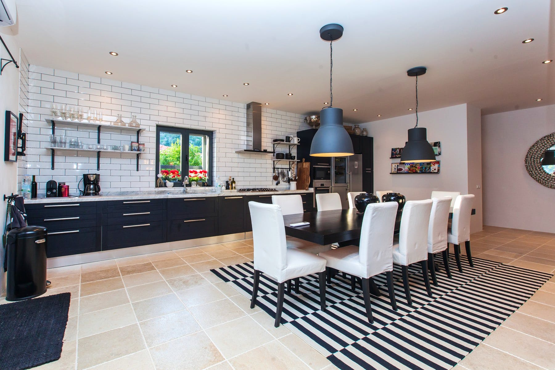 Open plan kitchen with dining room